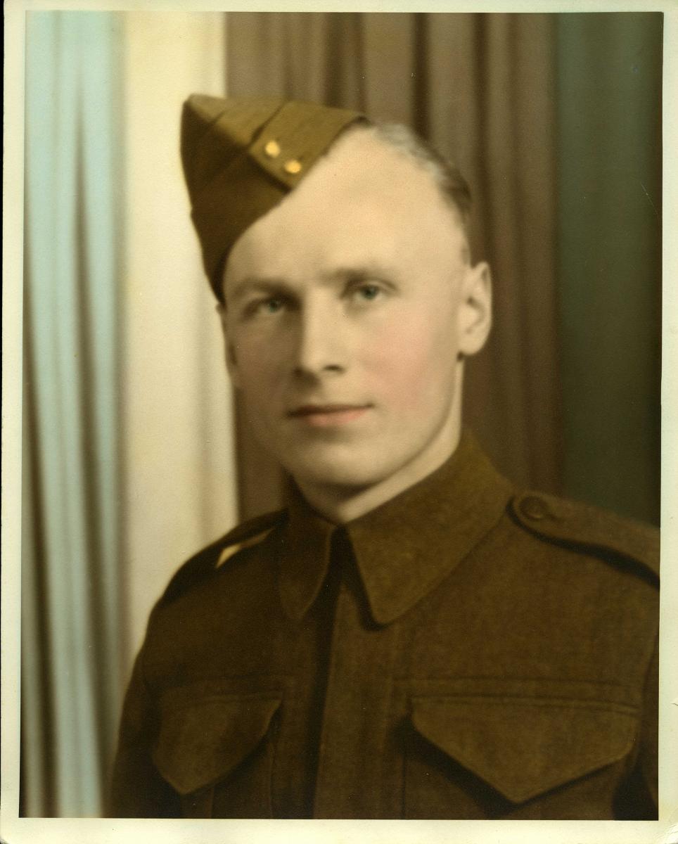 Sametz-Item-24-Wesley-in-Manitoba-Grenadiers-s-uniform-1942
